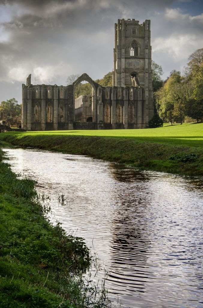 Fountains Abbey, North Yorkshire, England by DM Allan (https://www.flickr.com/photos/david_allan/15040766023/)