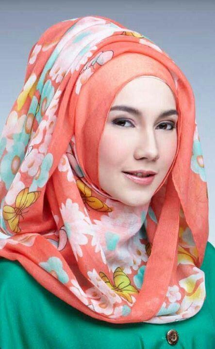 Pretty and beautiful ladies fashion Muslim muslimah in hijab.  Islam Alhamdulillah
