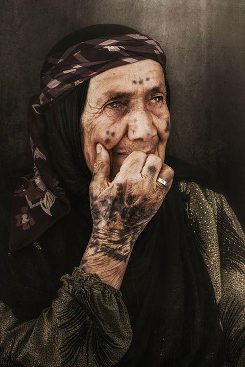 Yazidi Woman from Şingal with amazing traditional Tattoos.