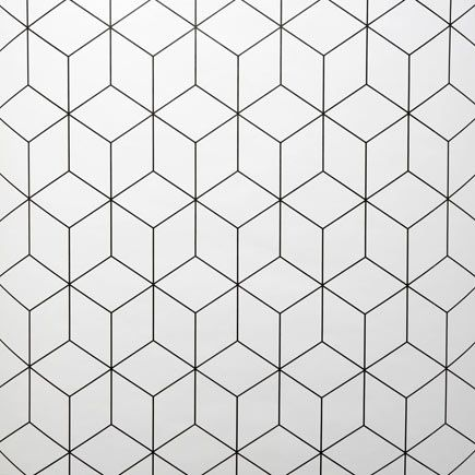 Papel pintado con diseño geométrico en color blanco y negro. Superficie a cubrir 5,3 m2.