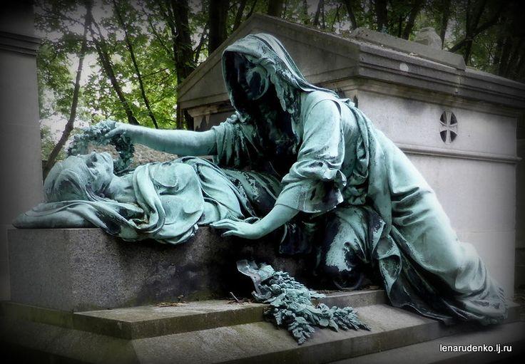 Старинное кладбище Пер Лашез