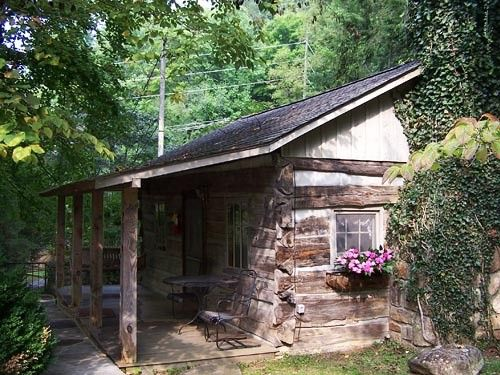 Original Gatlinburg Log Cabin - Honeymoon Cabin Rental with Creekside Setting.  Carr's Northside Cottages & Motel
