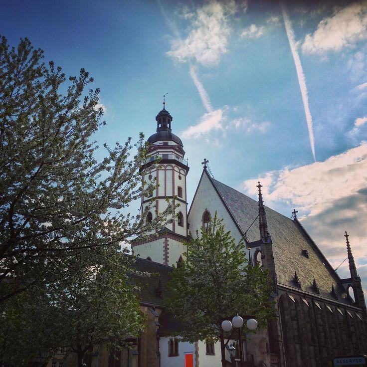 Eine wunderschönen Sonntag wünschen wir euch genießt den Tag  #thisisleipzig #leipzigliebe #leipzigtravel #leipzigcity #ig_leipzig #kirche #church #thomaskirche #sunnyday #like #follow