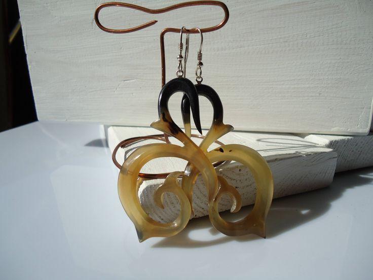 san valentino,idea regalo,osso,corno,spirale,orecchini fantasia,orecchini donna,moderni,orecchini neri,idea regalo di Primordi su Etsy
