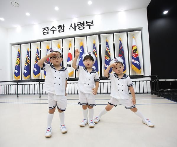 song triplets on Korean independence day from Song Il Gook's twitter 2