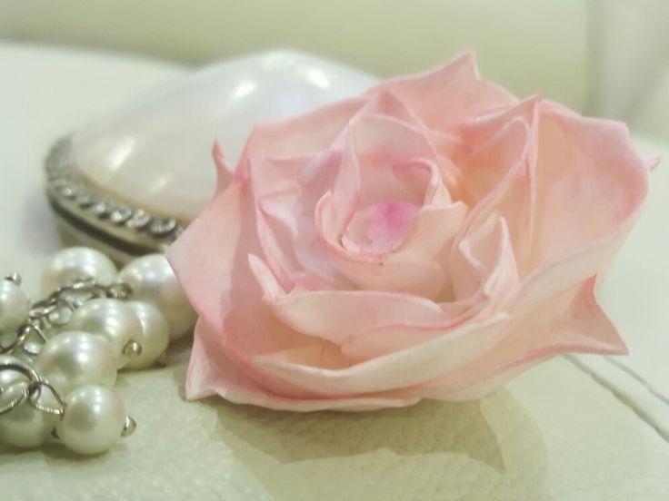 Брошь *Анна*- флористическая замша, тонировка пастелью