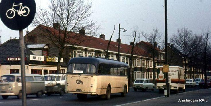 Oude Bus Van Centraal Nederland op de grens met Amsterdam,Amsterdamseweg /Amstelveenseweg in 1970