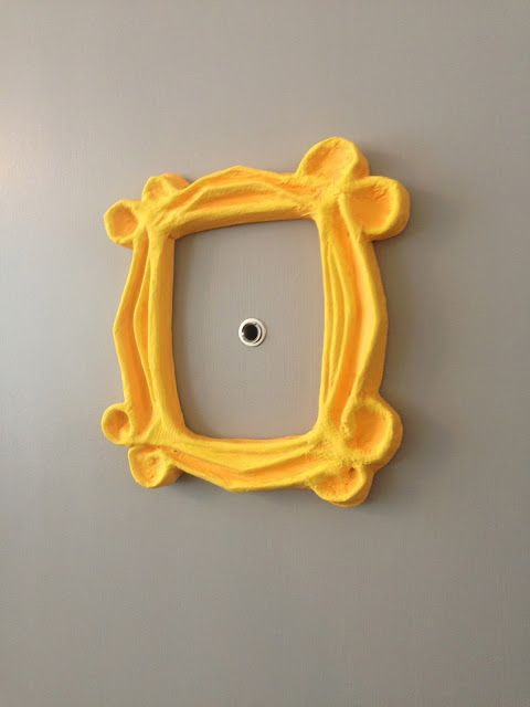College City Crazy: DIY Friends Inspired Door Picture Frame