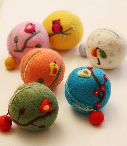 Needle felted coin purses - these are so clever.