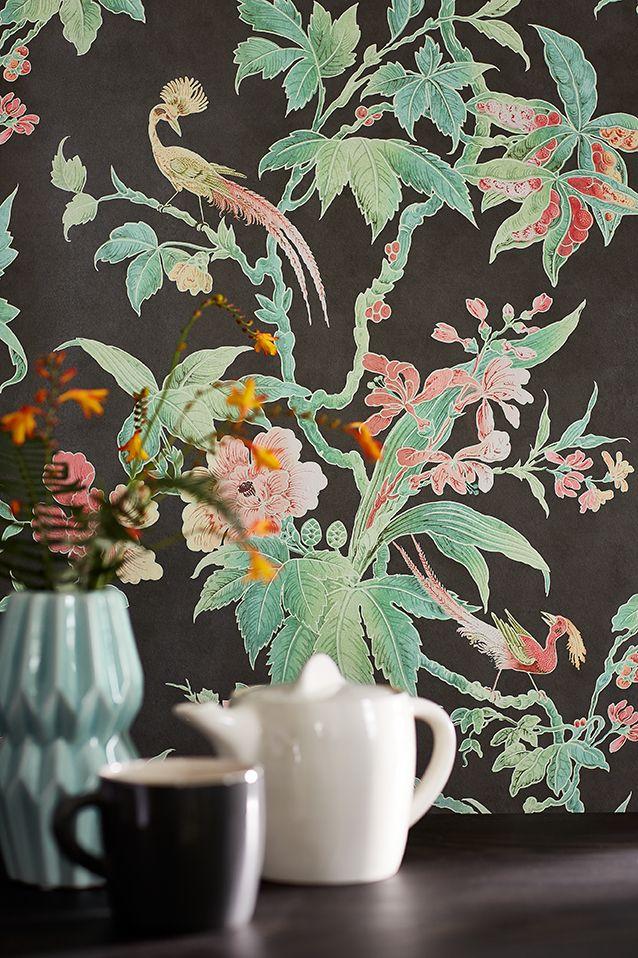 Behang Paradise - Nightshade uit de collectie Archive Trails van LITTLE GREENE www.littlegreene.nl. wanddecoratie | bloembehang | vogelbehang | bloemen | vogels | decoratie | interieur | interieurstyling | design | interiordesign
