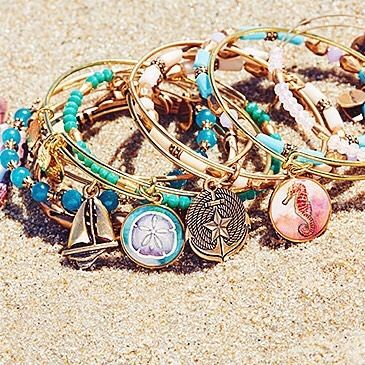 深海の美しさを表現する彩り豊かなブレスレットたち。海をイメージして作られたバングルはどれも夏にぴったりのラインナップ♪  #ALEXANDANI…