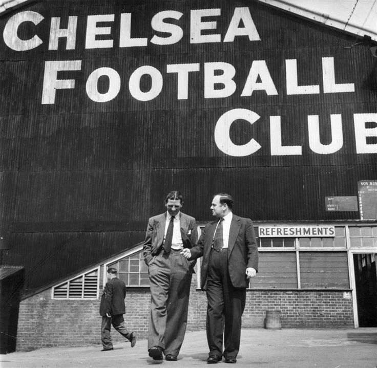 23 August 1952: Chelsea FC Manager Ted Drake, talking to journalist Denzil Batchelor (right).