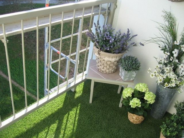 Artificial grass balcony balcony pinterest balconies for Balcony artificial grass