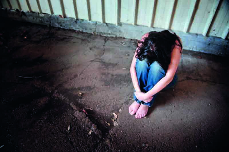 """Stuprata a 16 anni e insultata su Facebook: """"Se l'è cercata"""" a cura di Redazione - http://www.vivicasagiove.it/notizie/stuprata-16-anni-insultata-facebook-le-cercata/"""