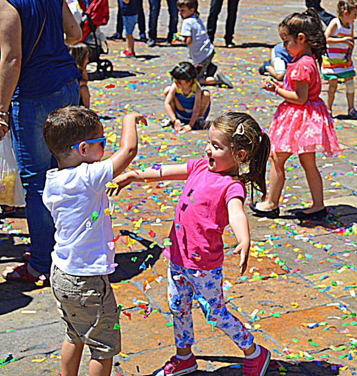 Dancin' in the street... Placa Mercadal, Reus, Spain