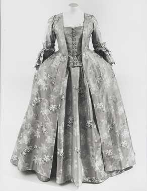 Tweedelige jurk 'Robe à la française; bestaande uit overkleed en rok (1770 - 1775) Zijde.  Inventarisnummer 18093/001-002