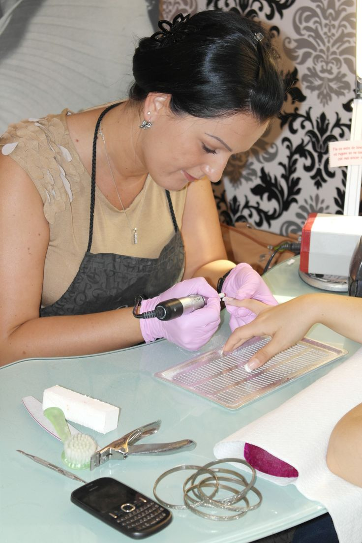 Salon Pink Diamond organizeaza saptamanal cursuri de unghii tehnice (gel, acryl si design). Toate cursurile sunt pentru incepatoare, va invatam sa tineti corect si pila in mana, nu trebuie sa aveti cursul de mani-pedi clasica (meseria) pentru a urma cursurile nostre. Inscrieri la tel 0731.077.970 Detalii: http://pinkdiamond.ro/cursuri?field_tip_value=All