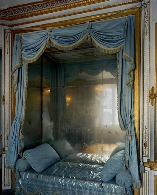 Blue silk & gold ornates, just beautiful & feminine (les petits appartments au Palais de Versailles)