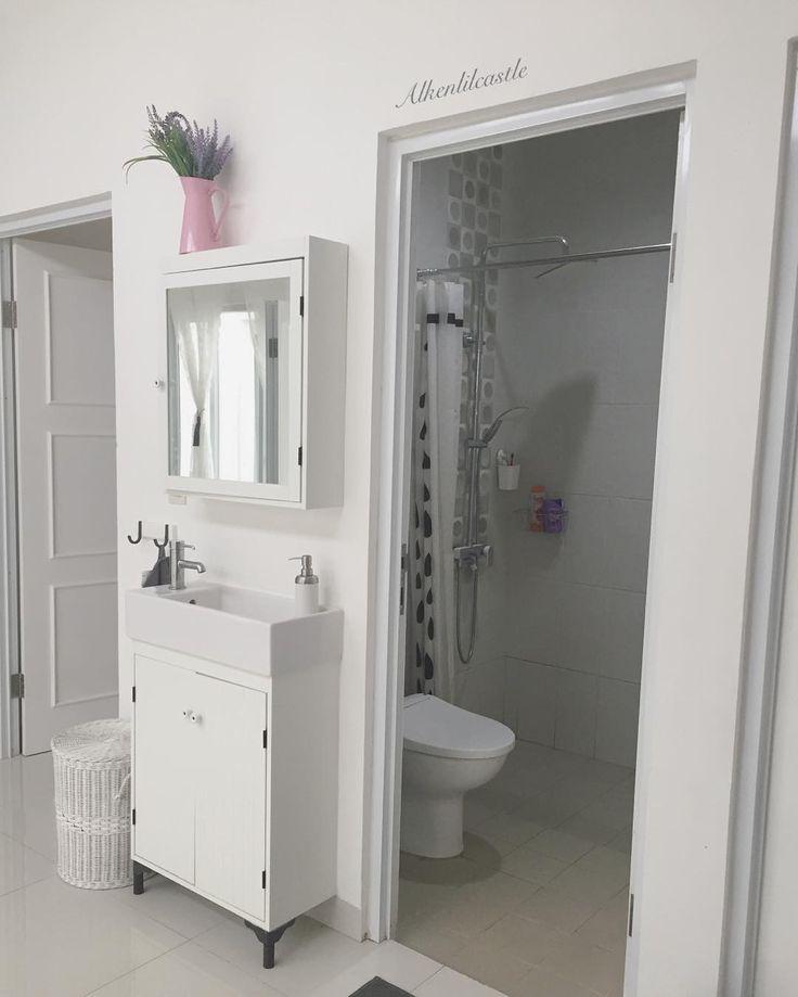 Simple bathroom for my boys ... biar gampang bersihin 😂 . . . . . . #alkenlilcastle #scandinavian #scandinavianhome #shabbychicdecor #whitehouse #whiteinterior #homesweethome #homedecor #bathroomdecor #bathroom #kidsbathroom #simplebathroom #shower #showerbathroom