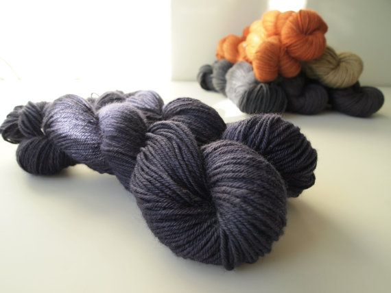 Edith. Naturally dyed. Worsted weight by IvelleTheHappyCow on Etsy, €16.00