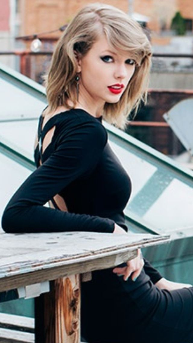 This is my absolute fav pic of Taylor! I love it so much it's my lock screen background on my phone!