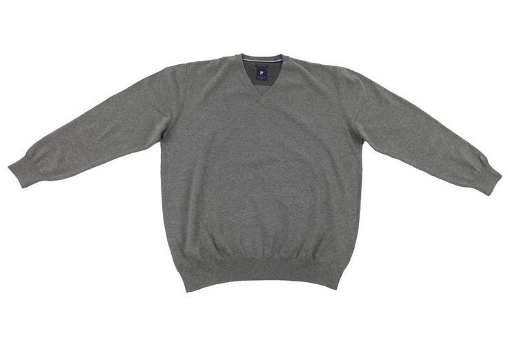 Sweter Pierre Cardin w kolorze szarym. Idealny na wiosenne dni. Na łokciach posiada naszycia imitujące łatki. Skład: 100% bawełna.