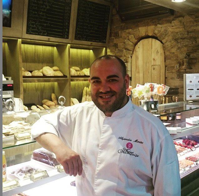 """Para desayunar, merendar o para comprar el postre """"algo al que no damos la importancia que se merece"""" - afirma Alejandro Montes -,el chef pastelero de Mamá Framboise ha abierto dos nuevos locales e..."""