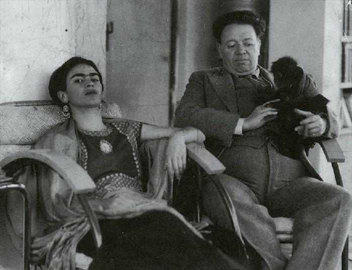 Фрида Кало и Диего Ривера с обезьянкой, 1937 год.