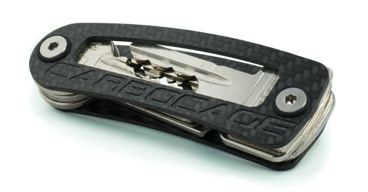 Der smarte Key Organizer aus Carbon - Made in Germany Der KEYCAGE macht sich bei jeder Gelegenheit schlanker und stylischer als ein Schlüsselbund. Gerassel und vom Schlüsselbund ausgebeulte...