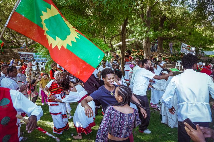 The Oromo Community in Melbourne celebrated Irreechaa last Sunday on the 4th of Oct 2015. Irreechaa is branched into two seasons, Irreechaa Arfaasaa and Irreechaa Birraa. The former celebrates the end of the dry season on the top of a hill or mountain while the latter celebrates the end of the wet season at a lake, river or sea.