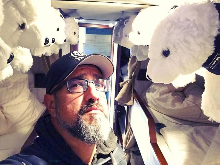 1,026 отметок «Нравится», 24 комментариев — Alexander Wesselsky (@alexanderwesselsky) в Instagram: «Vorbereitung ist das halbe Leben! #eisbrecher #sturmfahrt #eisbär #polarbear #nightliner…»
