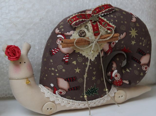Vicky und Ricky: Chocolate Tilda Snail for Christmas, in Vintage style