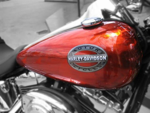 #galaxycustoms did this #customsprayjob on a #harleydavidson with #rawmetalfinish Base and #candyapplepaint burnt red orange over
