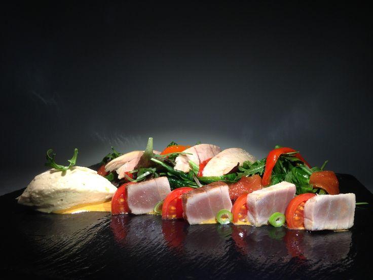 Salads Ensalada de atún en texturas, tataki, ventresca, loma y mousse de atún...
