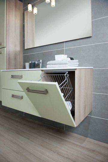 Un meuble de salle de bains avec une partie pour le linge - 20 meubles de salle de bains beaux et tendance - CôtéMaison.fr