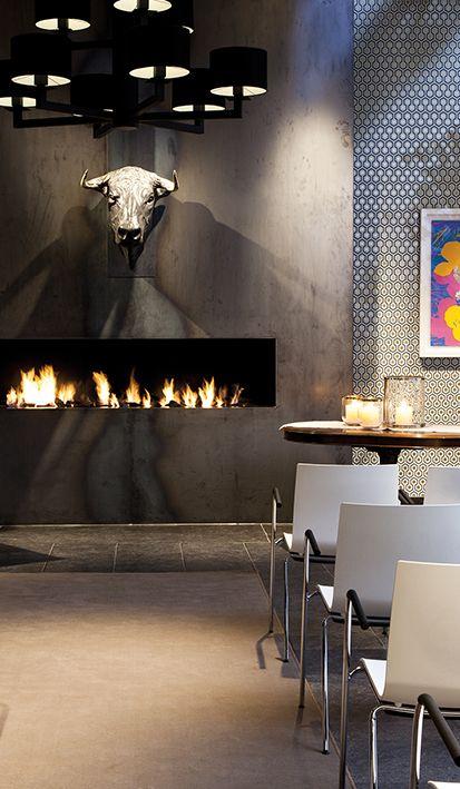 In iedere trouwzaal van Mereveld gaat stoer design samen met warme elementen. Mét haardvuur voor de winterbruiloft. #Mereveld Utrecht in TOP 5 populairste trouwlocaties van Nederland!