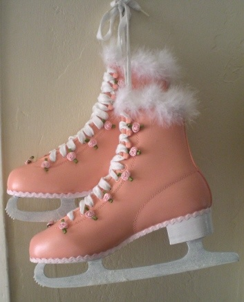 Pink skates w/rosettes. What a cute idea for winter decor.: Pink Skating, I Pink, Great Idea, Pink Passionate, Cute Idea, Ice Skating A, Pink Ice, Codes Pink, Pink Black