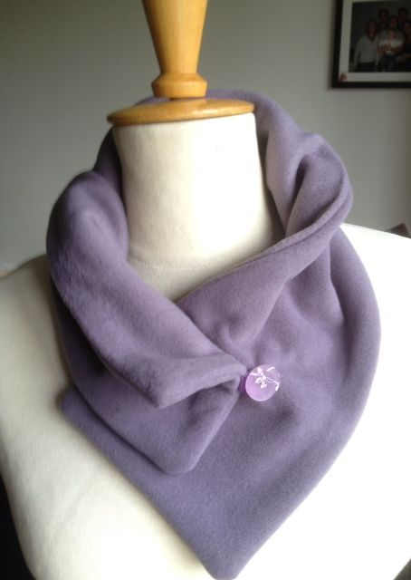 elke's blog  A fleece scarf with a stamped button as closure