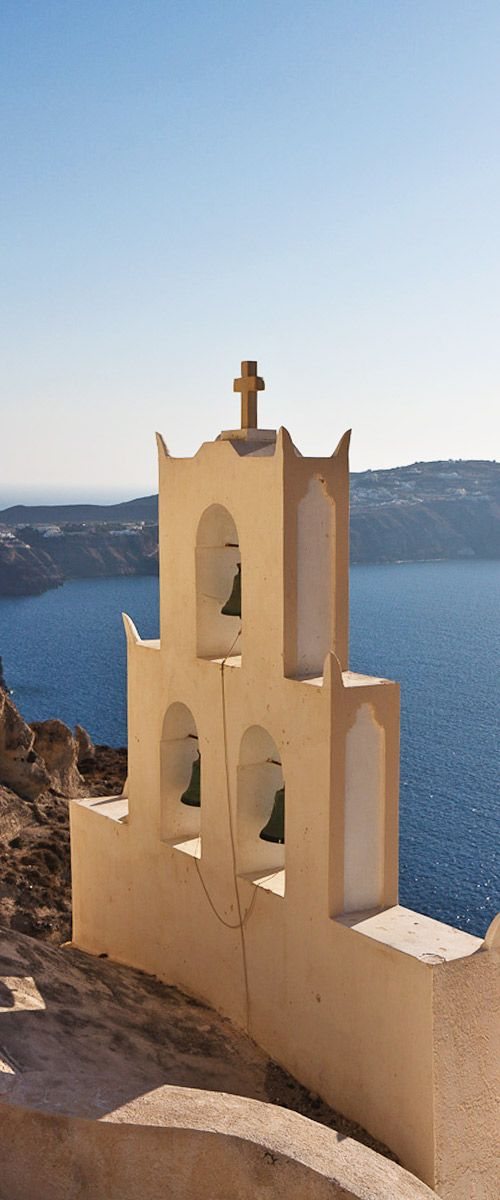 Get an impression of the highlights of Santorini and get a feeling of how big is the island of Santorini really is in just 3 minutes.
