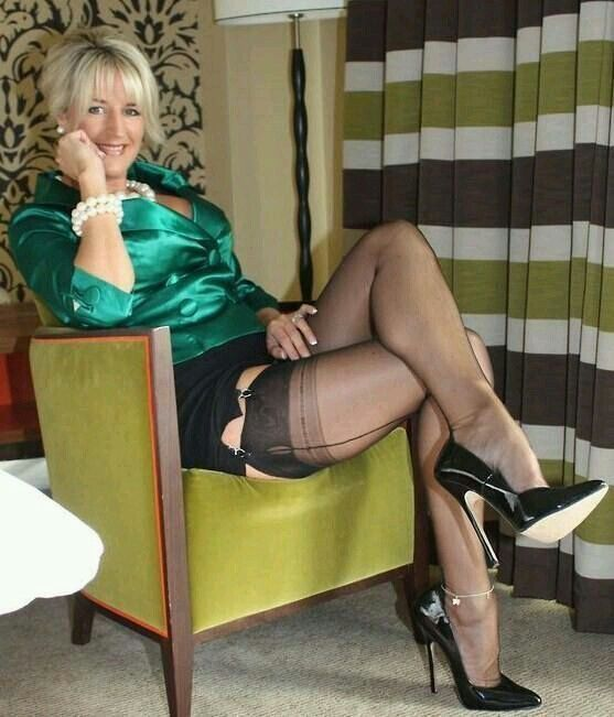 Sexy Mature In Nylons