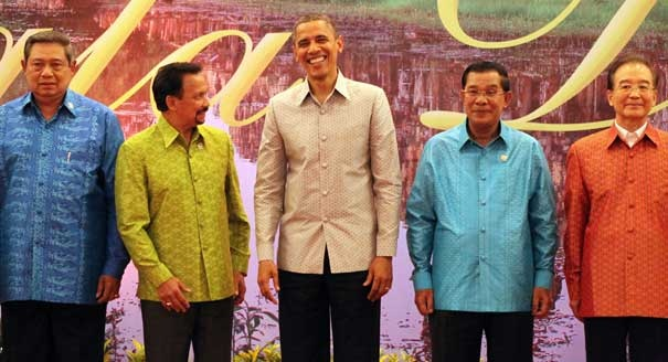 President Obama dons a Batik shirt and poses with leaders before the East Asia summit dinner at the Diamond Island Convention Center in Cambodia. From left, Indonesian President Susilo Bambang Yudhoyono, Sultan of Brunei Hassanal Bolkiah, Cambodian Prime Minister Hun Sen and Chinese Prime Minister Wen Jiabao.