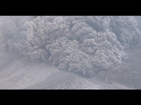 Terrifying Pyroclastic Flows Sinabung Volcano Eruption in 4K Ultra HD  Published on Jan 24, 2014 Terrifying Pyroclastic Flows Sinabung Volcano Eruption in 4K Ultra HD. For licensing please email James (at) EarthUncut (dot) TV Shot at Sinabung volcano, Indonesia on 21st January 2014. No unauthorised ripping or commercial use. 火砕流