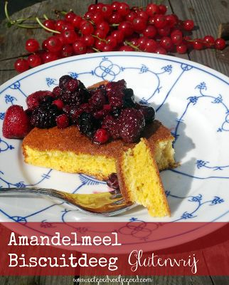 Amandelmeel Biscuitdeeg  4 eieren, gesplitst 100 gram amandelmeel Snufje zout 1 el vanille extract 2 el zoet naar keuze Glutenvrij