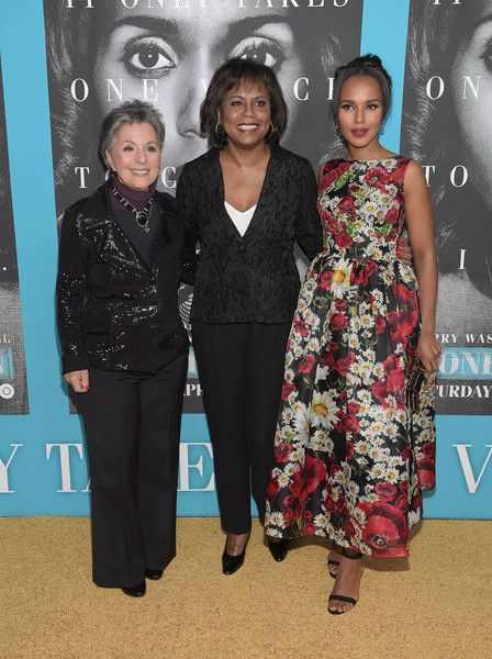 """Kerry Washington Photos Photos - Barbara Boxer, Anita Hill and Kerry Washington attend the premiere of HBO Films' """"Confirmation"""" at Paramount Theater on the Paramount Studios lot on March 31, 2016 in Hollywood, California. - Premiere of HBO Films' 'Confirmation' - Arrivals"""
