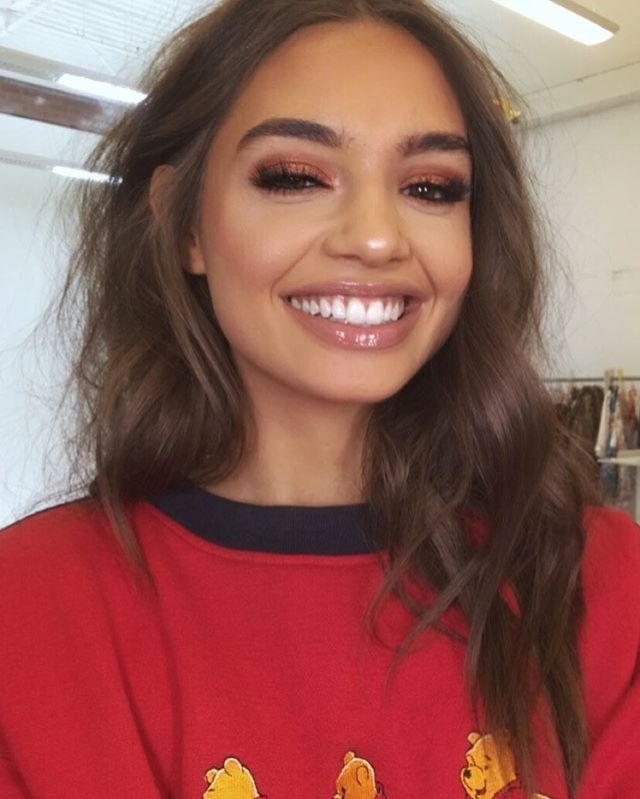 Nude glossy lips   coppery eyeshadow   messy hair