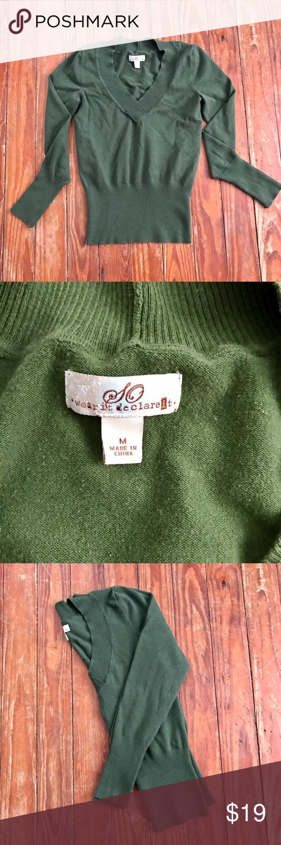 🎀Green V-Neck Sweater sz M(juniors)🎀 💗Thank you for looking at my listing!! This listing is for a Green V-Neck Sweater size Medium (juniors), this sweater is in perfect condition! If you have any questions about this listing feel free to leave me a comment!!💗---🚫TRADING/MODELING--ALL OFFERS WILL BE NEGOTIATED!! SO Sweaters V-Necks