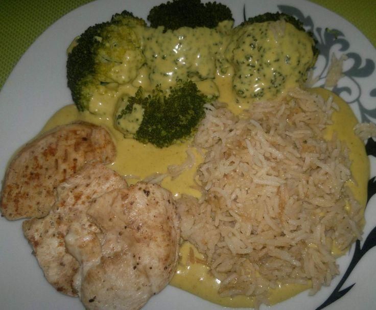 Rezept All in one Reis, Broccoli, Hähnchen-Ministeaks mit Currysauce von T-Bine - Rezept der Kategorie Hauptgerichte mit Fleisch