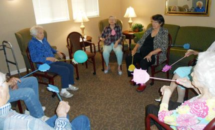 balloon volleyball | Assisted Living playing Balloon volleyball