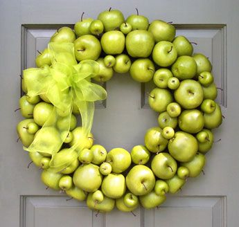 green apple wreath. love this!Holiday, The Doors, Front Doors Decor, Green Apples, Apples Wreaths, Outdoor Decor, Burlap Bows, Fall Wreaths, Pantries Doors