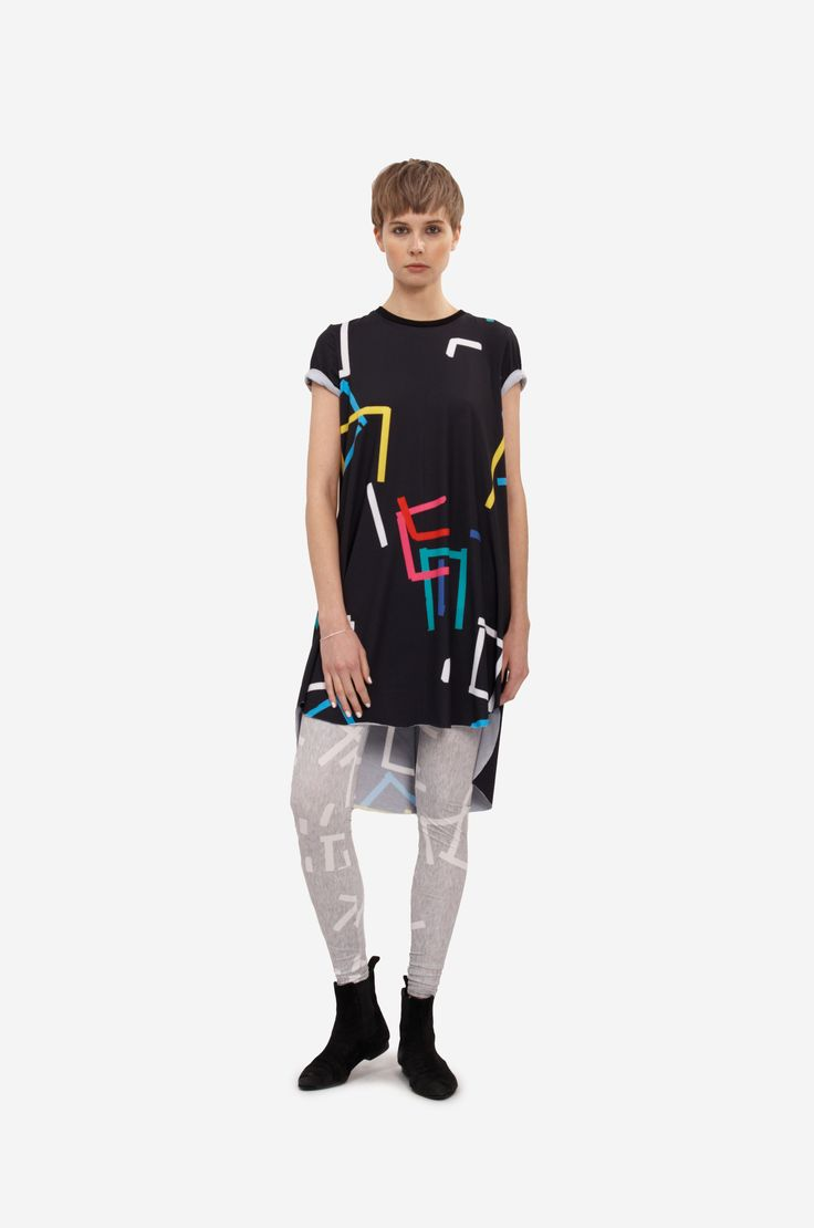 """DRESS """"COLOR PRINT"""" Shorthaired model wearing an a-line dress with short sleeves and original print. It is possible to roll up the sleeves. Combined with original printed leggings."""
